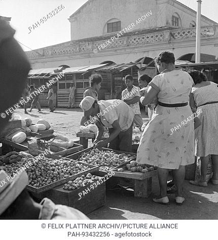 The market at the old port has fallen victim to the urban redevelopment of the new conference center, Cartagena (Bolivar), Colombia, 1958