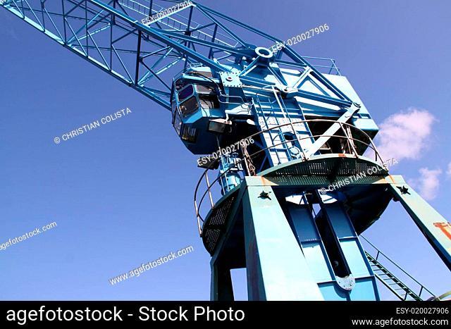 Kran am Industriehafen in Nahaufnahme