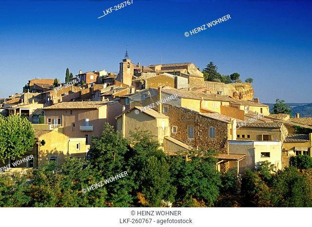 Houses of the town Roussillon under blue sky, Roussillon, Vaucluse, Provence, France, Europe