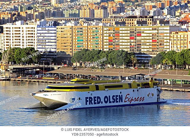 The Port of Santa Cruz de Tenerife is a commercial harbor, passenger, fishing, and sporty city of Santa Cruz de Tenerife