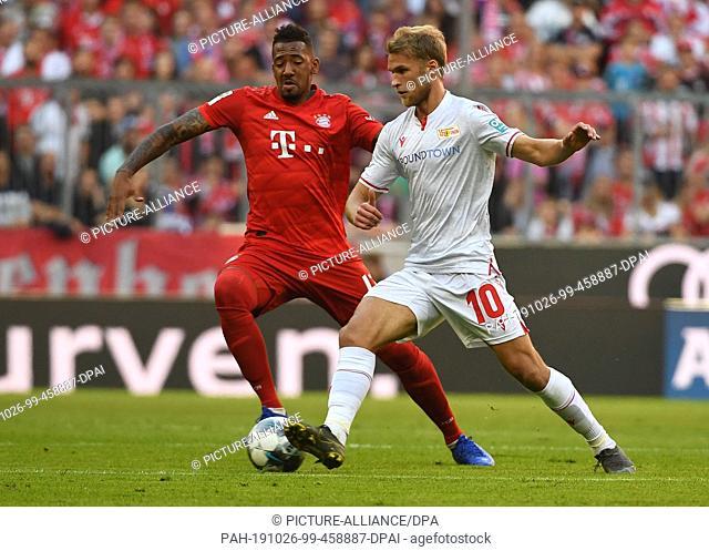 25 October 2019, Bavaria, Munich: Football, Bundesliga, Bayern Munich - 1st FC Union Berlin, 9th matchday in the Allianz Arena: Jerome Boateng (l) from Munich...