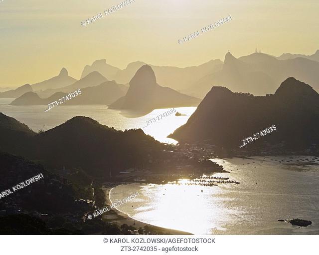 Brazil, State of Rio de Janeiro, Niteroi, View over Guanabara Bay towards Rio de Janeiro from Parque da Cidade