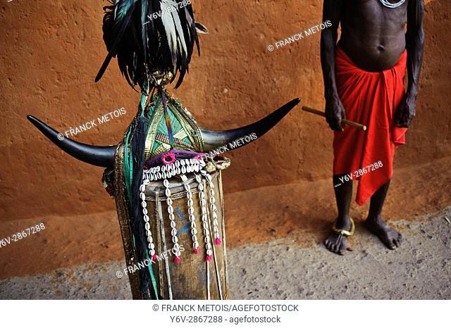 Dancer headgear + dancer belonging to the Bison Horn Maria tribe ( Bastar region, India)
