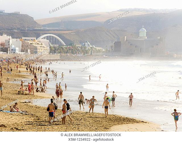 Busy Las Canteras beach at the end of summer