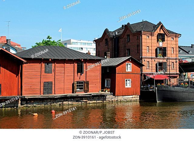 Die alten Speicherhäuser von Porvoo in Südfinnland sind ein beliebtes Fotomotiv / The old wooden houses of Porvoo in Southern Finland are a well known...