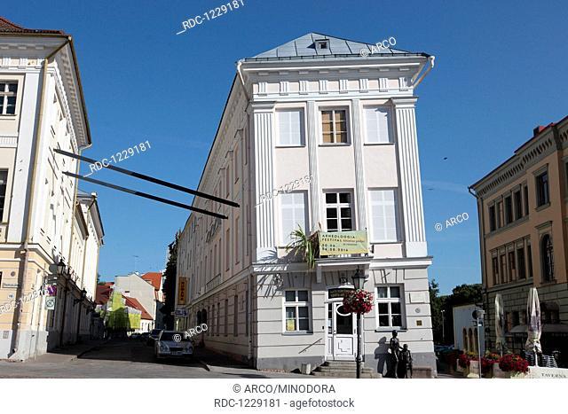 Schiefes Gebaeude, Stadtbild aus Tartu, ehemalige Hansestadt, Estland, Baltikum, Europa