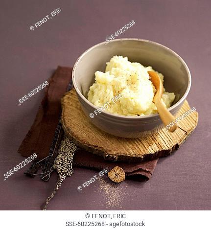Traditional nutmeg-flavored potato mash