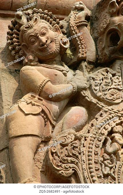 Orissa Bhubaneshwar - Siddheshwar temple- Dwarf (Shiva devotee) next to shukanasika on the main temple