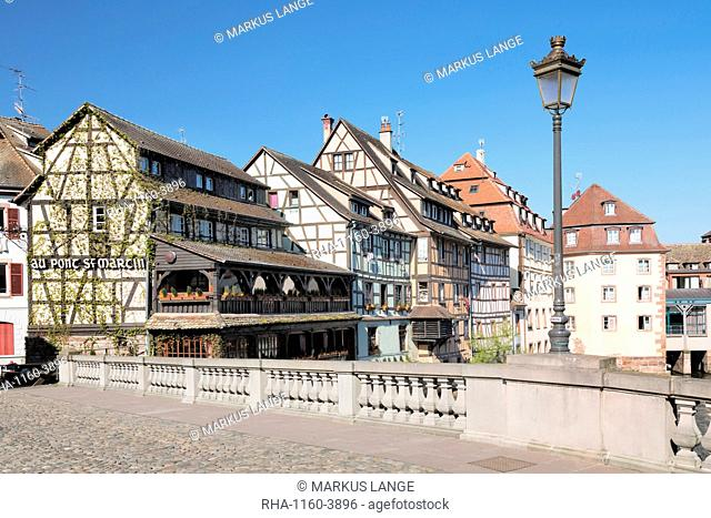 Pont St. Martin, La Petite France, UNESCO World Heritage Site, Strasbourg, Alsace, France, Europe