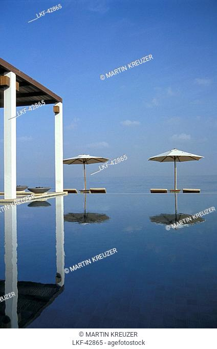 Sunshades at Chedi Pool in the sunlight, The Chedi Hotel, Muscat, Oman, Middle East, Asia