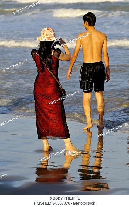 Vietnam, Ba Ria Vung Tau Province, Vung Tau, people on the Beach