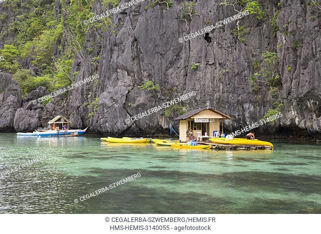 Philippines, Palawan, El Nido, Miniloc Island, kayak rental in Small Lagoon part of the tour A