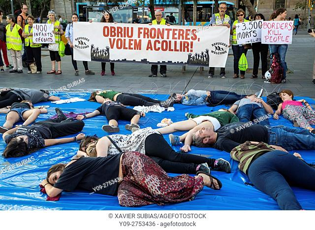 Stop Mare Mortum, Performance Morts invisibles, Performance to support Syrian refugees, Universitat square, Barcelona, Spain