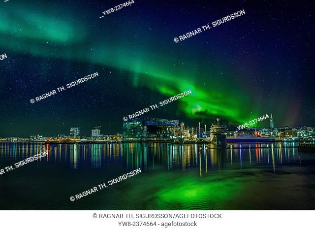 Northern lights shinning bright over Reykajvik, Iceland