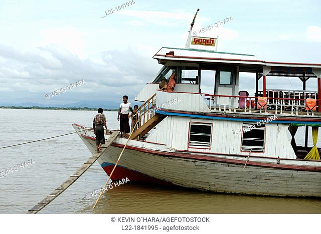 Along the Irrawady river  Sagaing Division  Burma  Republic of the Union of Myanmar