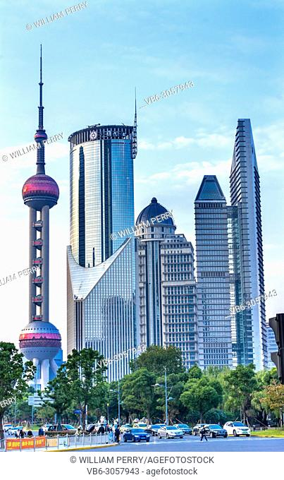 Steet Tourists Oriental Pearl TV Tower Pudong Cityscape Shanghai China