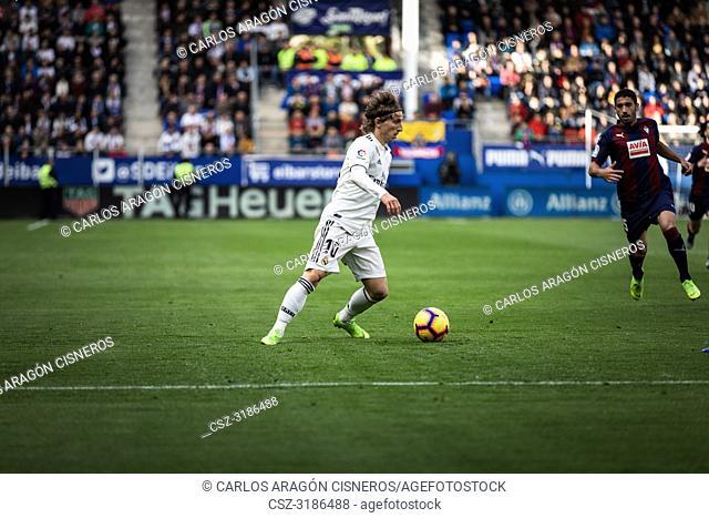 Luka Modric, Real Madrid player dispute the ball in the La Liga match between Eibar and Real Madrid CF at Ipurua Stadium on November 24, 2018 in Eibar, Spain