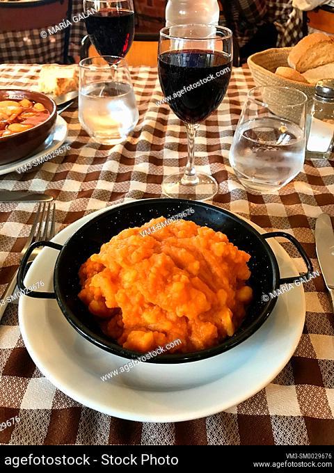 Patatas revolconas. Castilla Leon, Spain