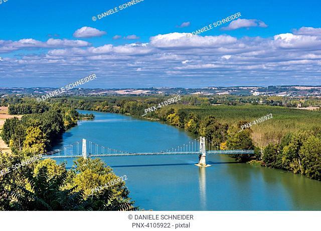 France, Tarn-et-Garonne, bridge on the Garonne river at Auvillar (Most Beautiful village in France) (Saint James way)