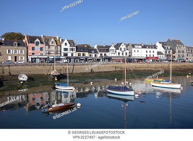 La Trinite sur Mer, boats, port, still water, reflection, Atlantic Ocean, Morbihan, Bretagne, France