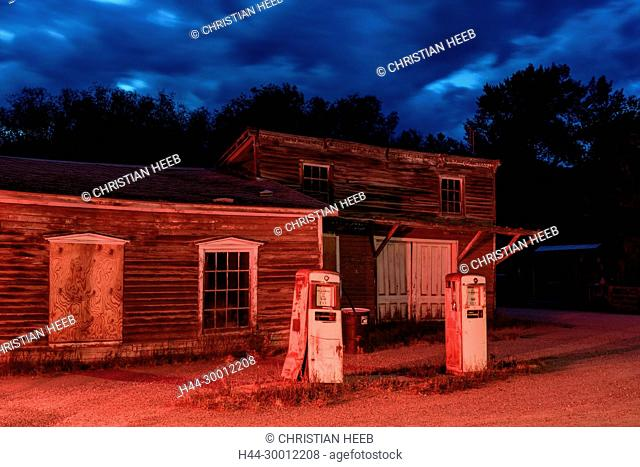 USA, America,Rockies, Montana, Nevada City, American Nightscapes, abandoned gas station