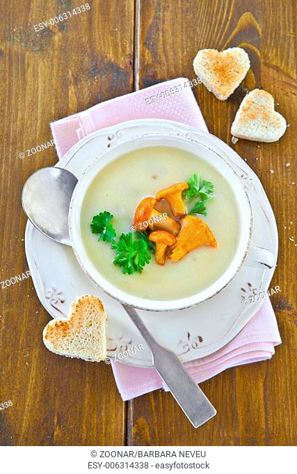 Creamy soup with mushrooms