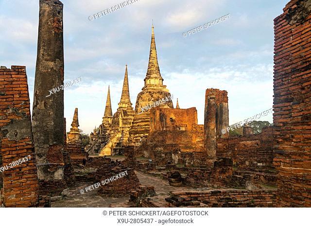 The three Chedis of the old Royal Palace Wat Phra Si Sanphet, Ayutthaya Historical Park, Thailand, Asia