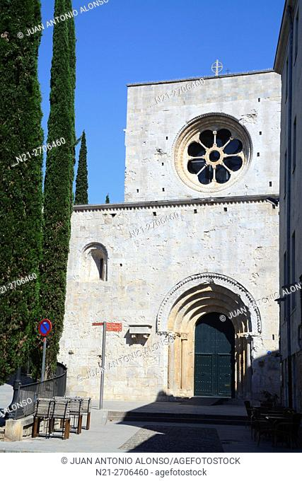 Sant Pere de Galligants, a former Benedictine monastery and today the site of the Archeological Museum of Catalonia. City of Girona, Catalonia, Spain, Europe