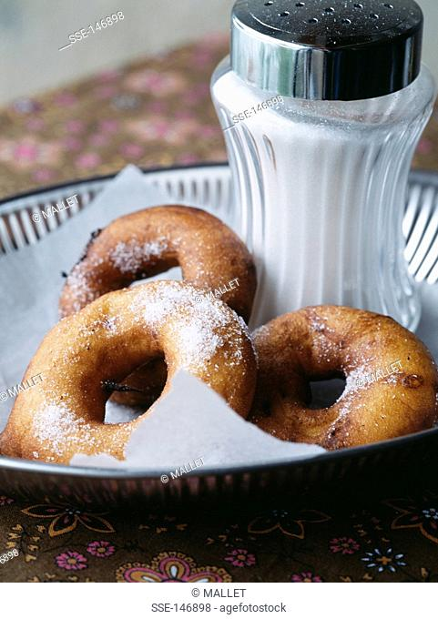 Apple fritters with sugar