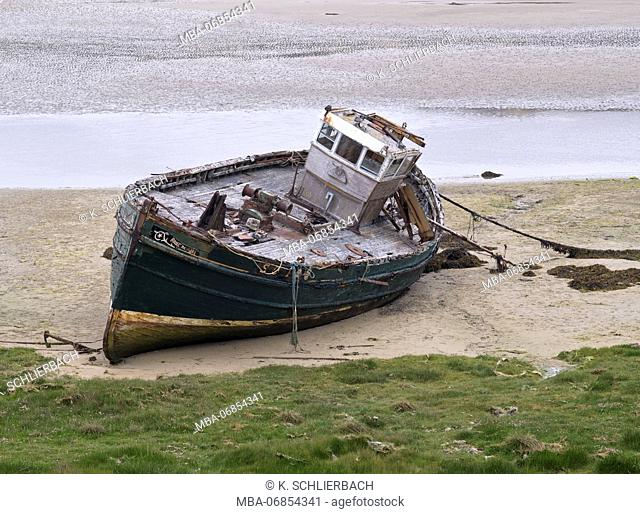 Ireland, Donegal, ship wreck at the Gweedore Bay close Derrybeg