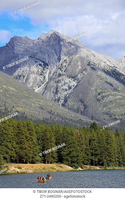Canada, Alberta, Banff National Park, Johnson Lake, boats, people,