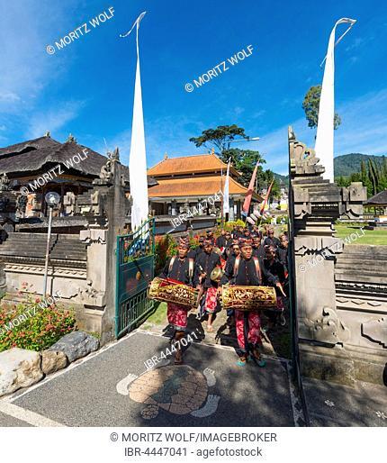 Procession of devout Buddhists at water temple Pura Ulun Danu Bratan water temple, Lake Bratan, Bali, Indonesia