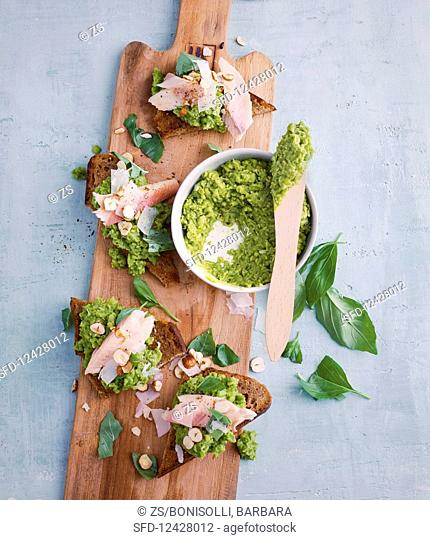 Bread with pea purée and smoked fish