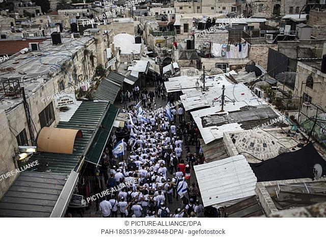 dpatop - Jewish boys wave flags of Israel as they make their way during a march from the Damascus Gate to the Western Wall