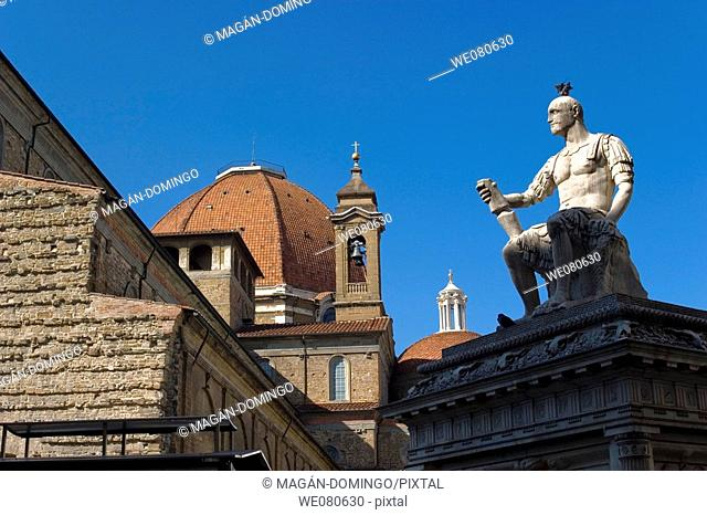 Monument to Giovanni dalle Bande Nere and San Lorenzo basilica in background, Florence. Tuscany, Italy