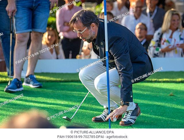 18 June 2019, Bavaria, Munich: Golf: European Tour - International Open - Tee-Off Night in the English Garden at the start of the BMW International Open 2019
