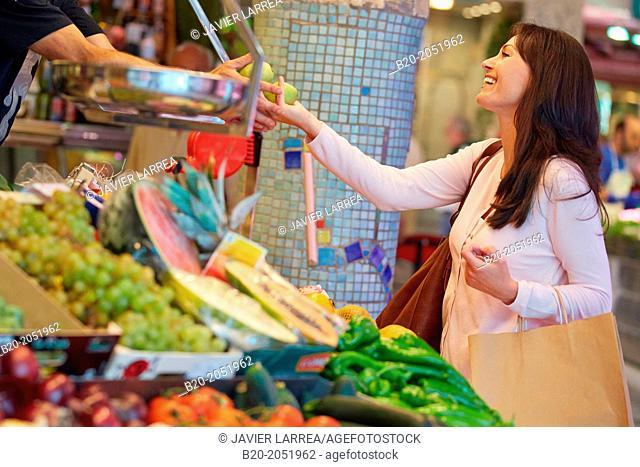 35 year old woman buying fruit. Shopping at the Bretxa Market. Donostia. San Sebastian. Gipuzkoa. Basque Country. Spain