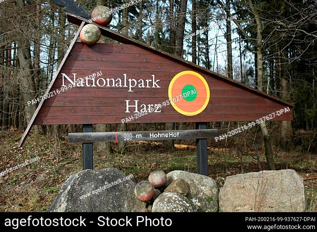 16 February 2020, Saxony-Anhalt, Wernigerode: View of a signpost with the inscription Nationalpark Harz. Three-sans-Hohne