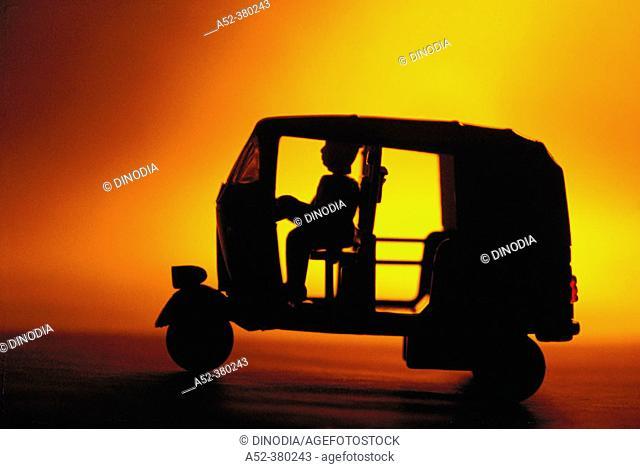 Toy vehicle: auto-rickshaw