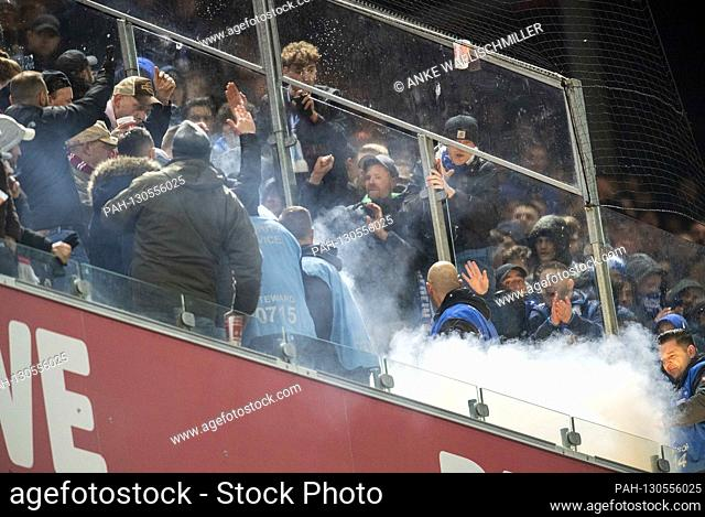 Riot in the fan block of GE, smoke bombs, football 1. Bundesliga, 24th matchday, FC Cologne (K) - FC Schalke 04 (GE) 3: 0, on February 29
