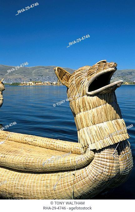Traditional Uros Urus reed boat, Islas Flotantas, reed islands, Lake Titicaca, Peru, South America