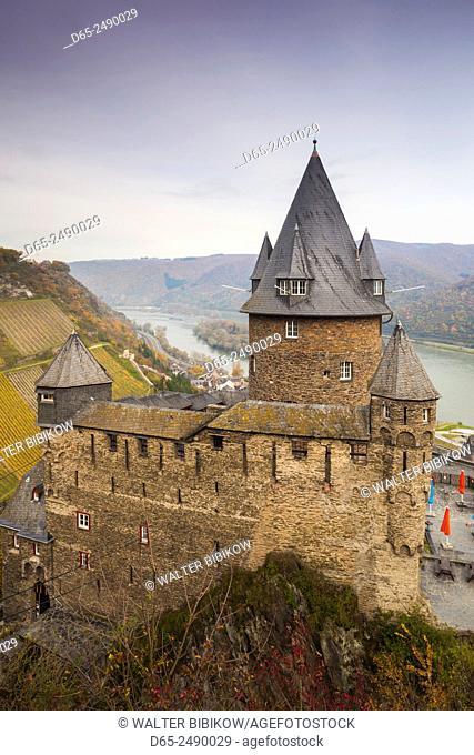 Germany, Rheinland-Pfalz, Bacharach, elevated view of Burg Stahleck Castle, autumn
