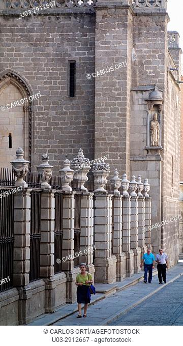 Street in the old town of Toledo and near its Cathedral. Castilla la Mancha autonomous region, Toledo province, Spain, Europe