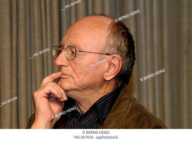 Dr. Hermann KANT ist deutscher Schriftsteller und Journalist. Er war von 1978 bis 1989 Praesident des Schriftstellerverbandes der DDR
