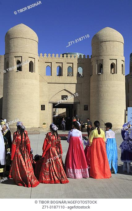 Uzbekistan, Khiva, West Gate, people, Magic of Dance Festival;
