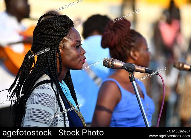 South Sudanese singers who accompany the regionally known Ugandan musician Mukisa John Mary during his performance, recorded on December 7th, 2019