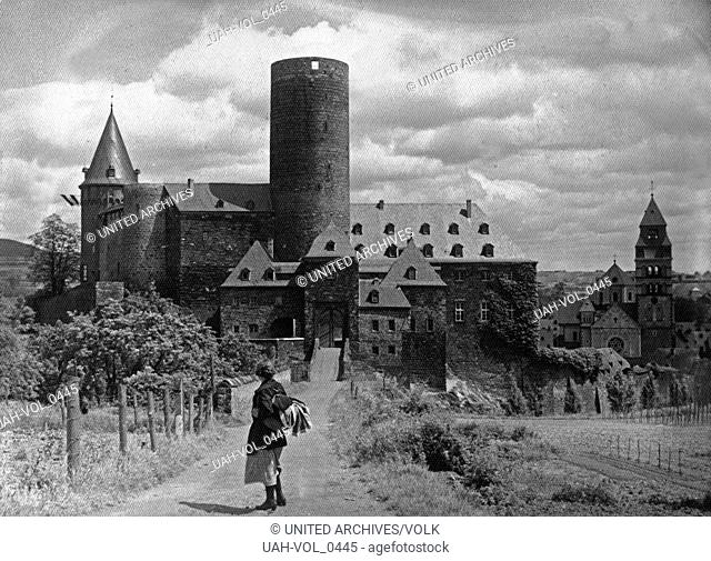 Die Genovevaburg in Mayen in der Vulkaneifel, Deutschland 1920er Jahre. Castle Genovevaburg at Mayen in the Eifel region, Germany 1920s