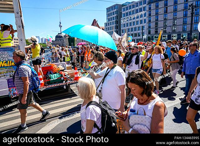 01.08.2020, Berlin, impression of the so-called lockdown-large demo, for which the organizer, the Querdenker movement (lateral thinking 711) from Stuttgart has...