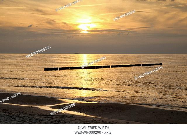 Germany, Mecklenburg-Western Pomerania, Graal-Mueritz, part of beach at sunset