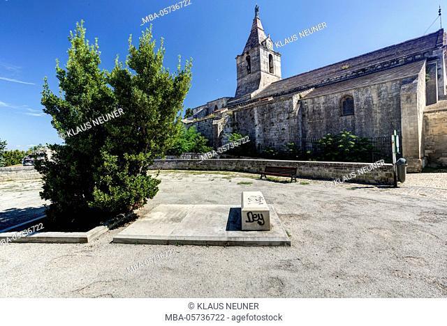 Abbey church Notre-Dame-de-la-Major in Arles, Bouches-du-Rhone, Provence-Alpes-Cote d'Azur, Southern France, France, Europe